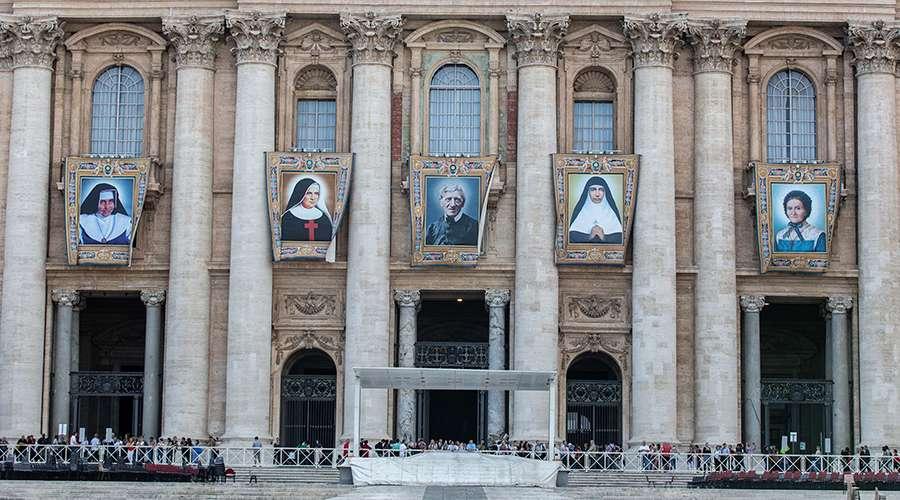 Estos son los retratos oficiales de los 5 nuevos santos