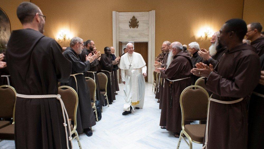 Encuentro del Papa con los capuchinos en el Vaticano: sean mansos y pobres